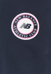 New Balance - ESSENTIALS ATHLETIC CLUB LOGO TEE - Print T-shirt - dark blue - 2