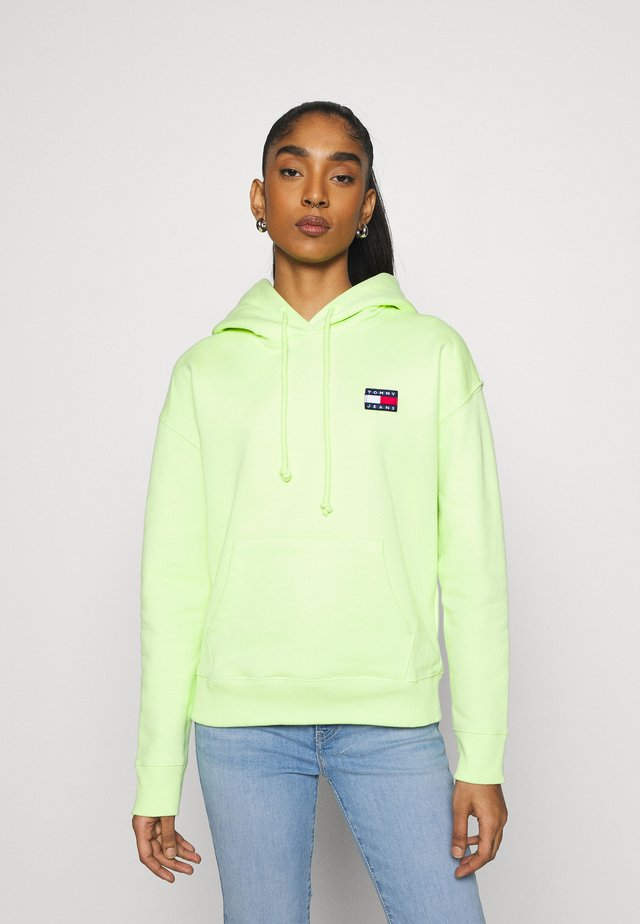 BADGE HOODIE - Hoodie - faded lime