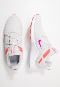 Nike Performance - LEGEND ESSENTIAL - Kuntoilukengät - vast grey/fire pink/magic ember/hydrogen blue/white - 1