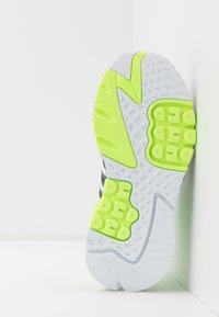 adidas Originals - NITE JOGGER - Matalavartiset tennarit - footwear white/core black/signal green - 4
