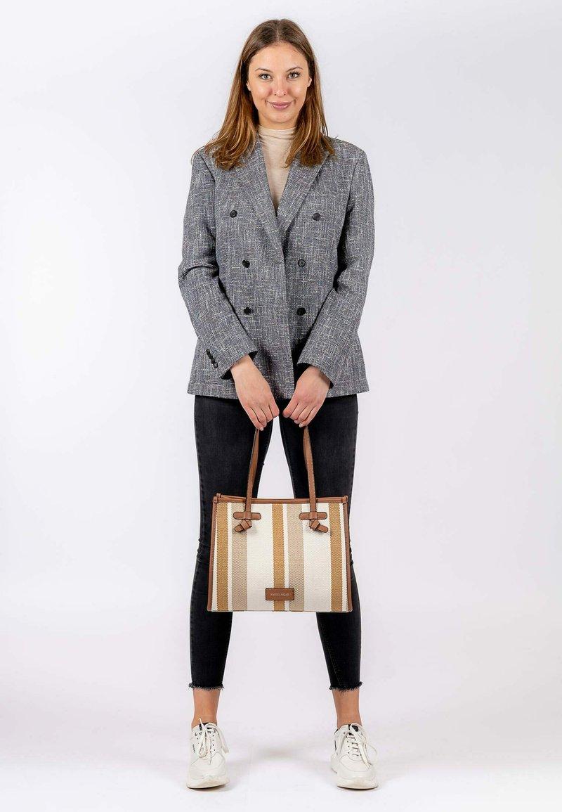 Emily & Noah - Handbag - cognac-stripes