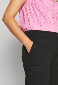 Forever New Curve - AUDREY HIGH WAIST PANT - Trousers - black - 3