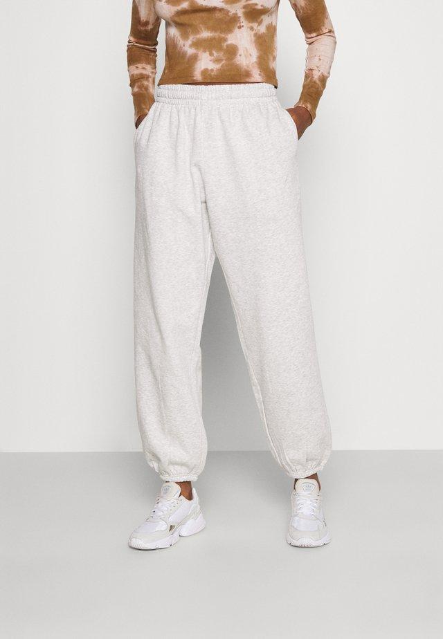 CORINNA  - Spodnie treningowe - grey melange