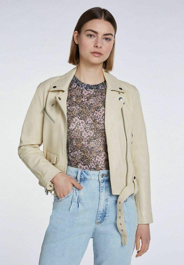 iM KLASSISCHEN FIT - Leather jacket - banana crepe