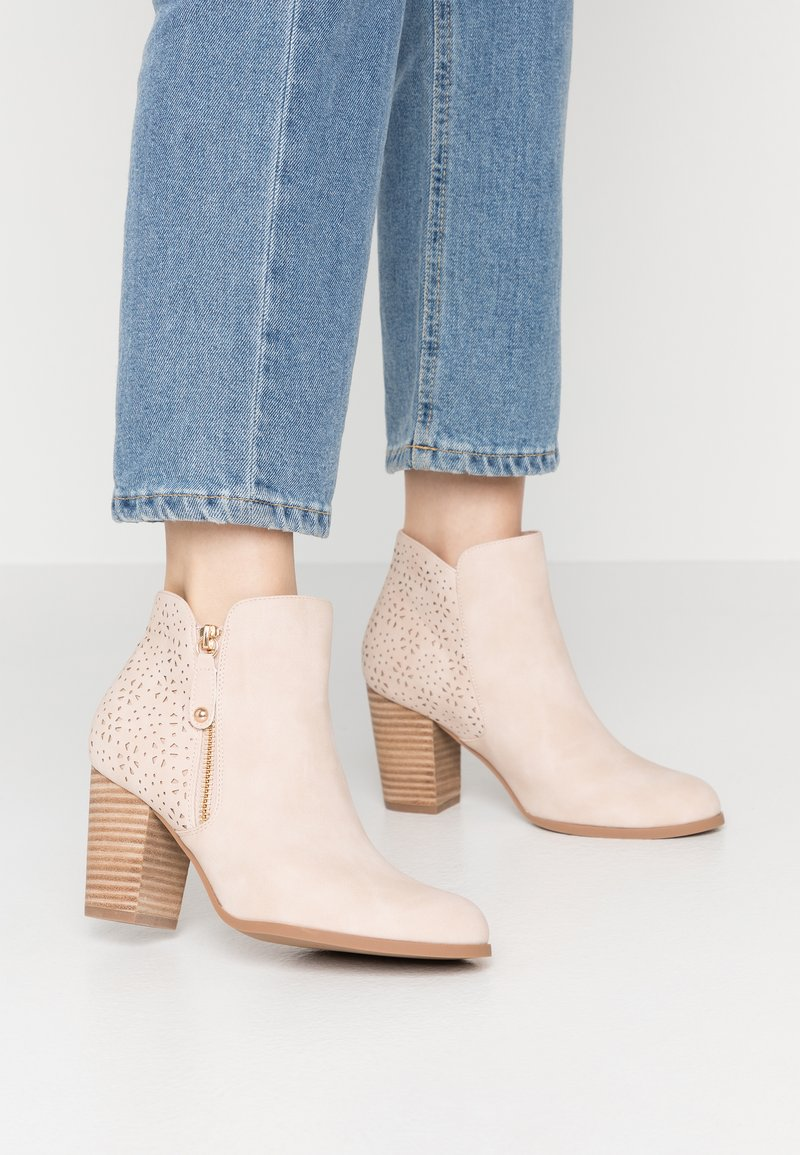 H.I.S - Ankle boot - nude