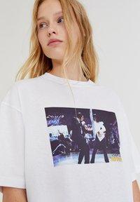PULL&BEAR - Print T-shirt - white - 7