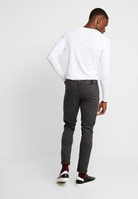 Farah - DRAKE - Slim fit jeans - charcoal - 2