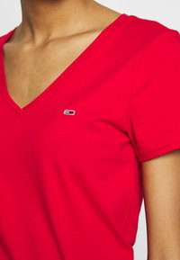 Tommy Jeans - SHORTSLEEVE STRETCH TEE - Basic T-shirt - deep crimson - 5
