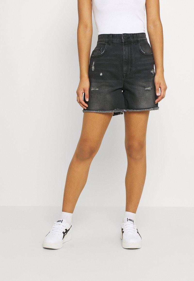 ONLY - ONLBAY DESTROY - Denim shorts - black denim