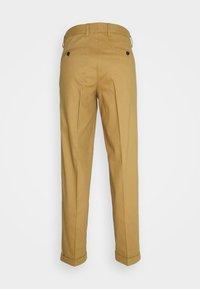 Jack & Jones PREMIUM - JJIBILL JJBRAD CROPPED - Trousers - beige - 1