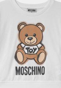 MOSCHINO - ADDITION - Print T-shirt - optic white - 2
