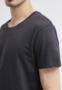 Selected Homme - SHPIMA NEW DAVE - Basic T-shirt - phantom - 4