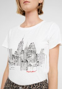 J.CREW - SKETCHED NYC TEE - Print T-shirt - ivory - 4