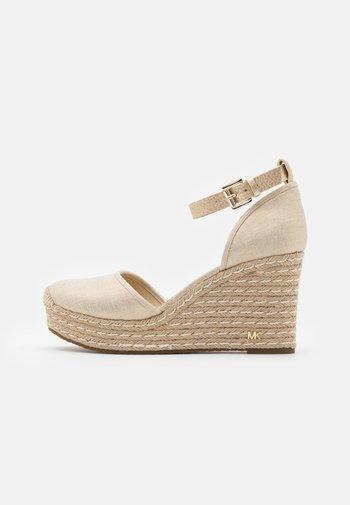 KENDRICK WEDGE - Platform sandals - pale gold