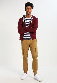 YOURTURN - Zip-up hoodie - bordeaux - 1