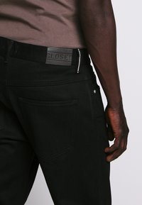 CLOSED - COOPER - Slim fit jeans - black - 3