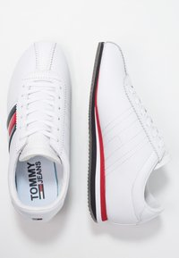 Tommy Jeans - RETRO FLAG - Trainers - white - 3