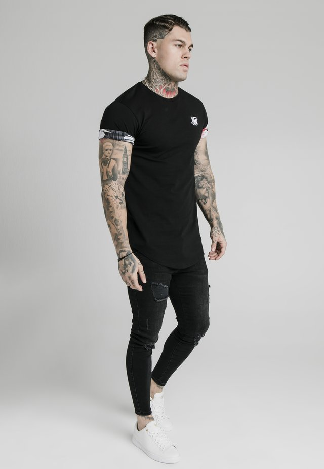 FLORAL ROLL SLEEVE TEE - T-shirts - black