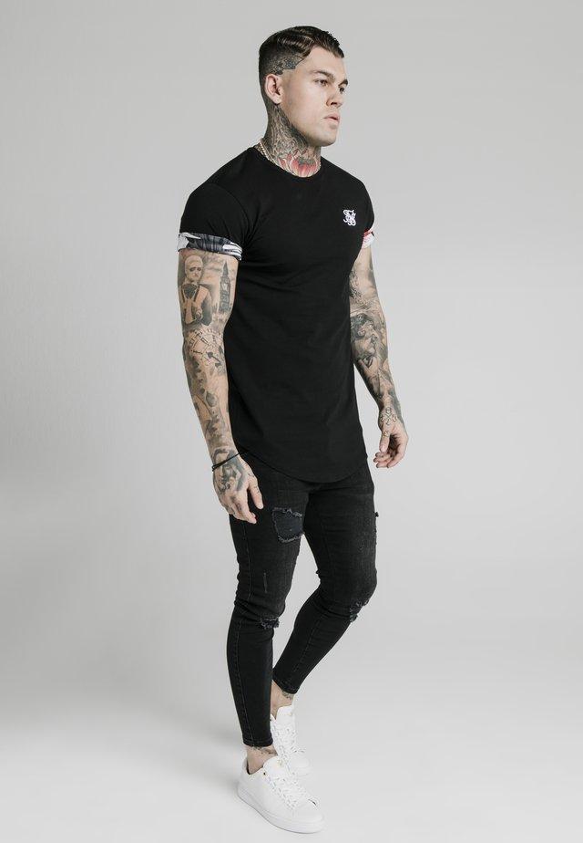 FLORAL ROLL SLEEVE TEE - T-shirt - bas - black