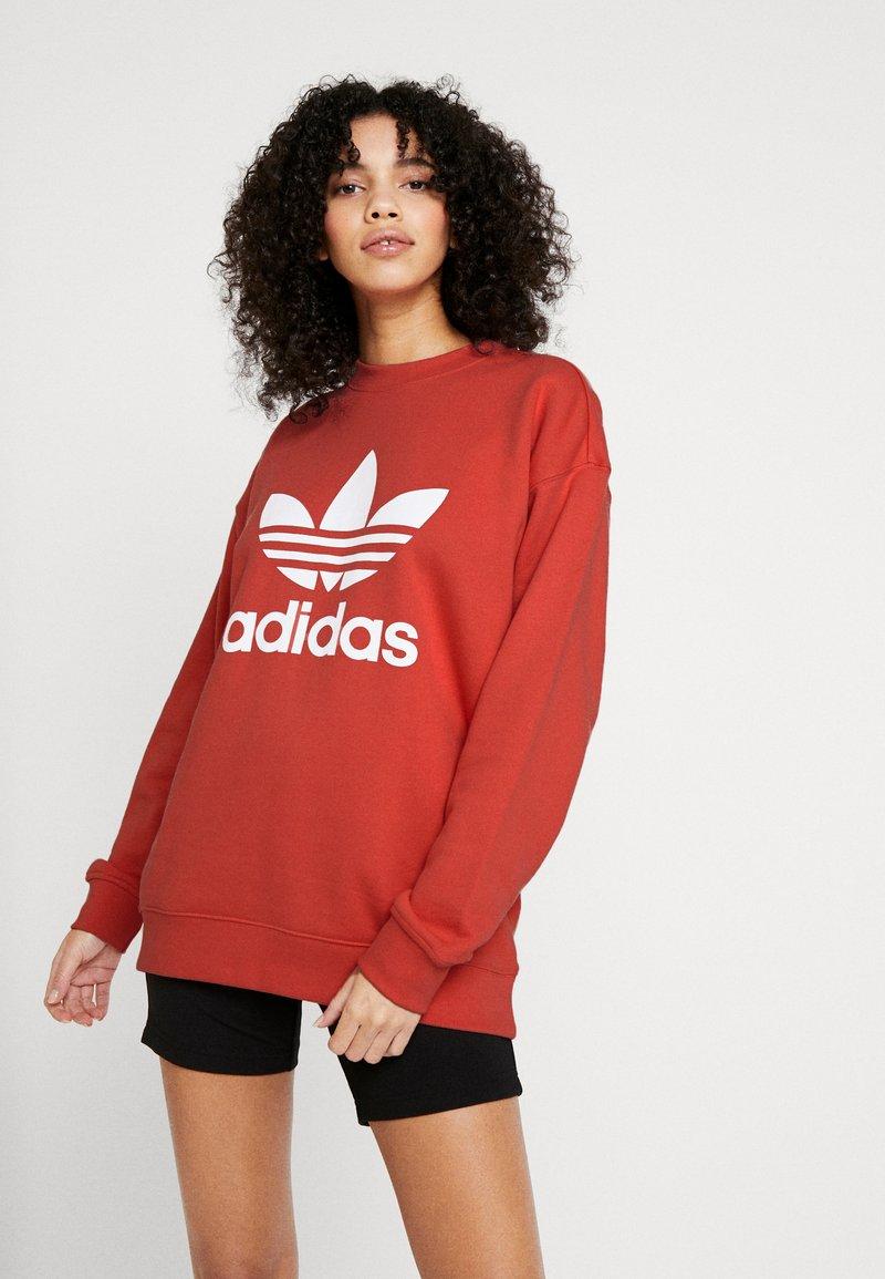 adidas Originals - ADICOLOR TREFOIL LONG SLEEVE - Sweatshirt - trace scarlet/white