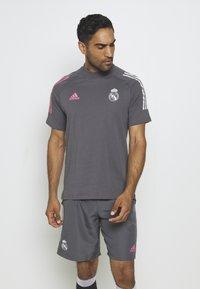 adidas Performance - REAL MADRID FOOTBALL SHORT SLEEVE  - Club wear - grefiv - 0