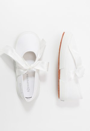 2257 - Ankle strap ballet pumps - white