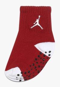 Jordan - CEMENT GRIP 3 PACK UNISEX - Sports socks - white - 2