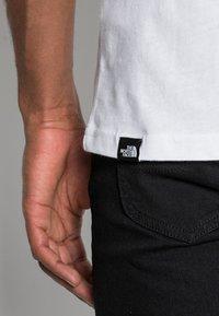 The North Face - FINE TEE - Camiseta estampada - white/black - 4