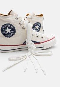 Converse - CHUCK TAYLOR ALL STAR UNISEX - Vysoké tenisky - egret/vintage white/midnight navy - 5