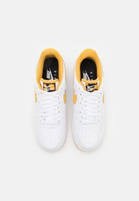 Nike Sportswear - AIR FORCE 1 '07 - Sneakersy niskie - white/light ginger/black - 3