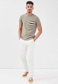 BONOBO Jeans - INSTINCT - Chinos - ecru - 1
