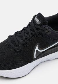 Nike Performance - REACT INFINITY RUN FK 2 - Neutrální běžecké boty - black/white/iron grey - 5