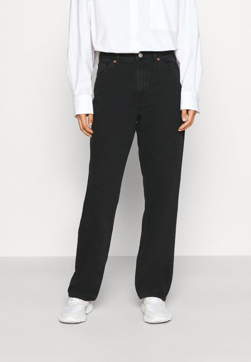 Monki - TAIKI - Džíny Straight Fit - black dark