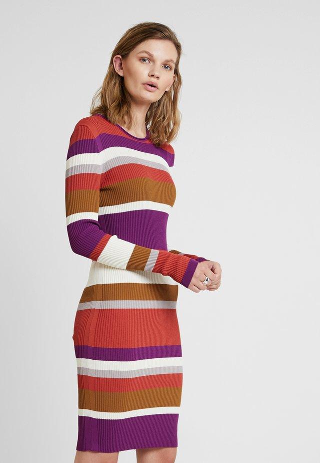 CREWNECK DRESS - Abito in maglia - phlox