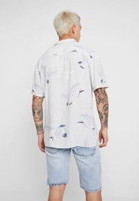 Cotton On - SHORT SLEEVE - Shirt - bamboo crane - 2