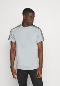 G-Star - SPORT TAPE LOGO + R T S\S - T-shirt print - correct grey - 0