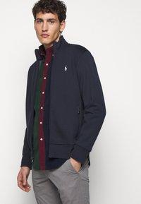 Polo Ralph Lauren - veste en sweat zippée - aviator navy - 4