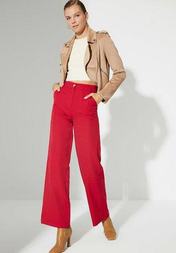 Pantaloni - red