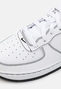 Nike Sportswear - AIR FORCE 1 UNISEX - Matalavartiset tennarit - white/black - 5
