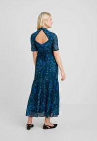 Hope & Ivy Maternity - MIRROR PRINT SKATER DRESS WITH DROP HEM - Maxi dress - blue - 2