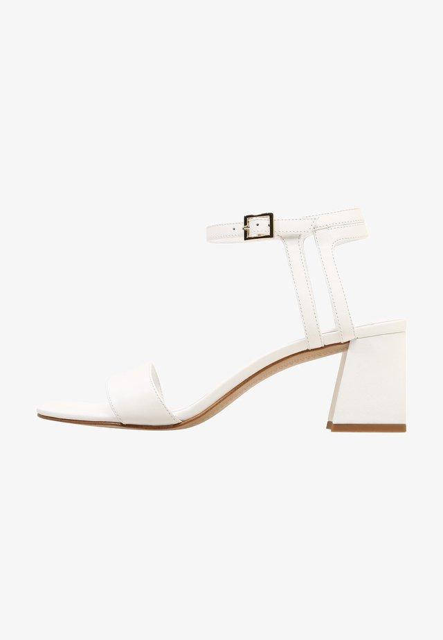 EVIE - Sandalen - white