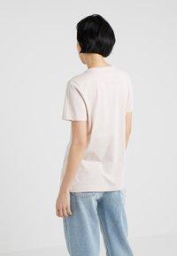 DKNY - CREW NECK LOGO TEE - Print T-shirt - blush/white - 2