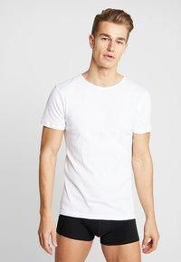 Urban Classics - SEAMLESS TEE 3 PACK - Maglietta intima - white - 1