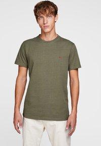 Jack & Jones - HOCHWERTIGES - Basic T-shirt - green - 0