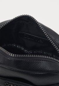 Calvin Klein - REPORTER - Across body bag - black - 2
