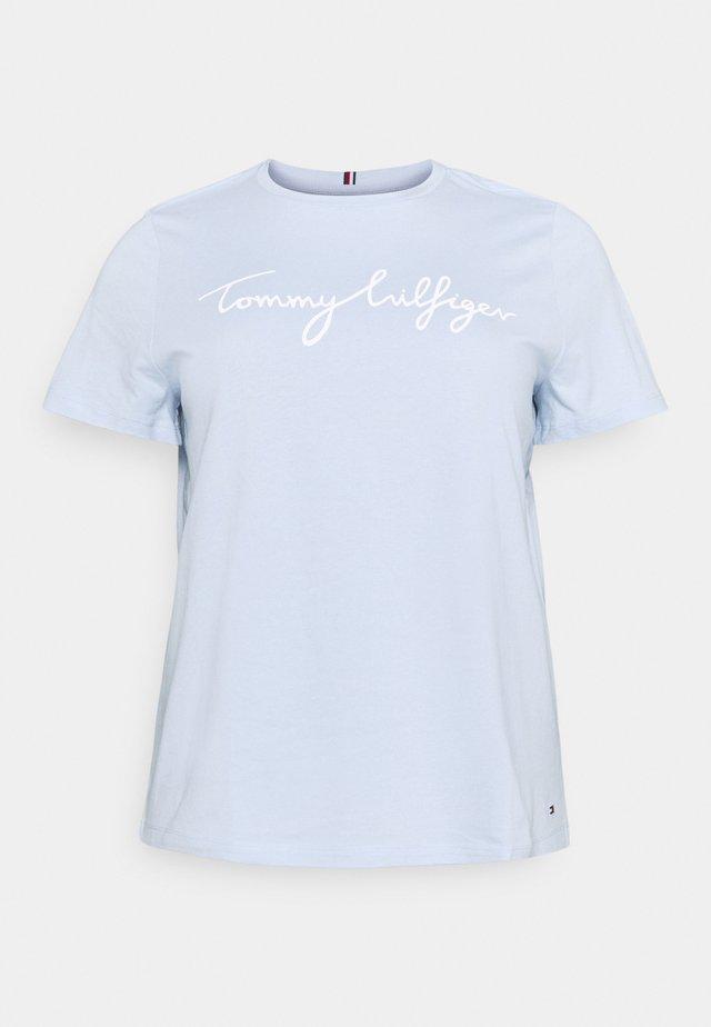 REGULAR GRAPHIC TEE - Print T-shirt - blue