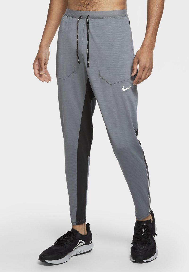 Nike Performance - ELITE PANT - Tracksuit bottoms - smoke grey/dark smoke grey