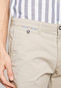 Bugatti - Shorts - sand - 5