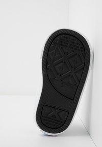 Converse - CHUCK TAYLOR ALL STAR FROZEN - Zapatillas altas - white/multicolor - 5