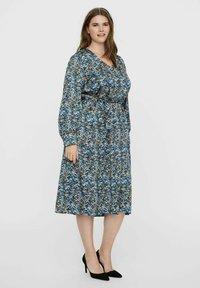 Vero Moda Curve - VMLULU CALF DRESS - Day dress - black - 1